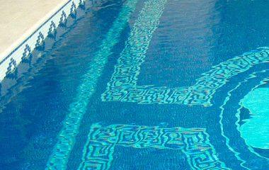 bild mosaikfliesen schwimmbecken